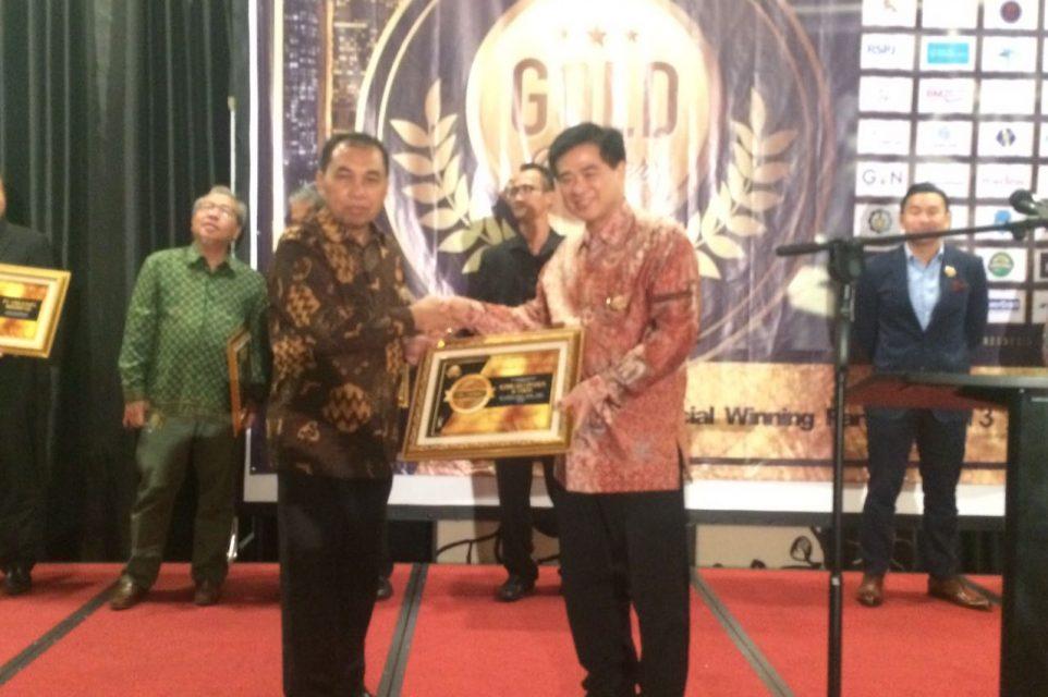 Penerimaan Penghargaan GOLD Certificate of Best Indonesia Clinic & Pharmacy